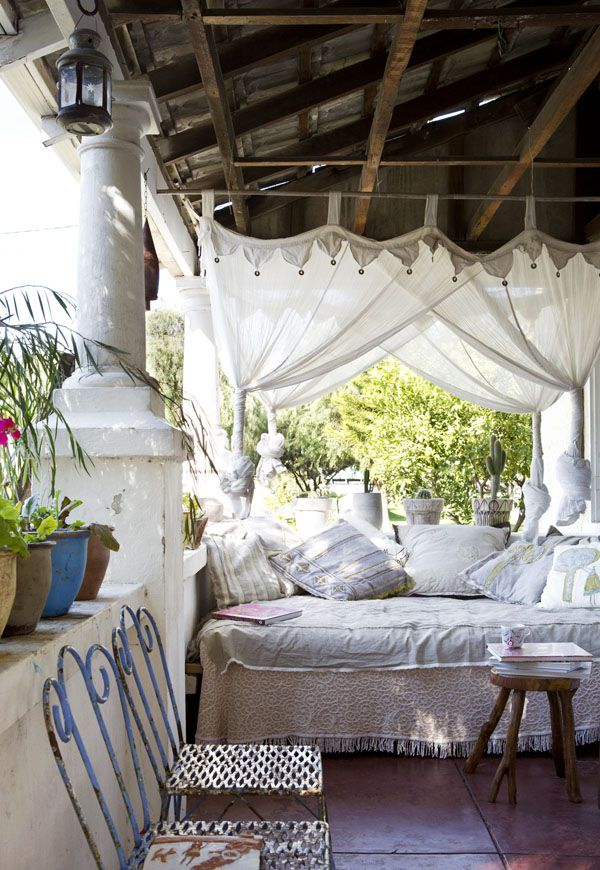 Home design inspiration for your outdoor area for Bohemian style daybed