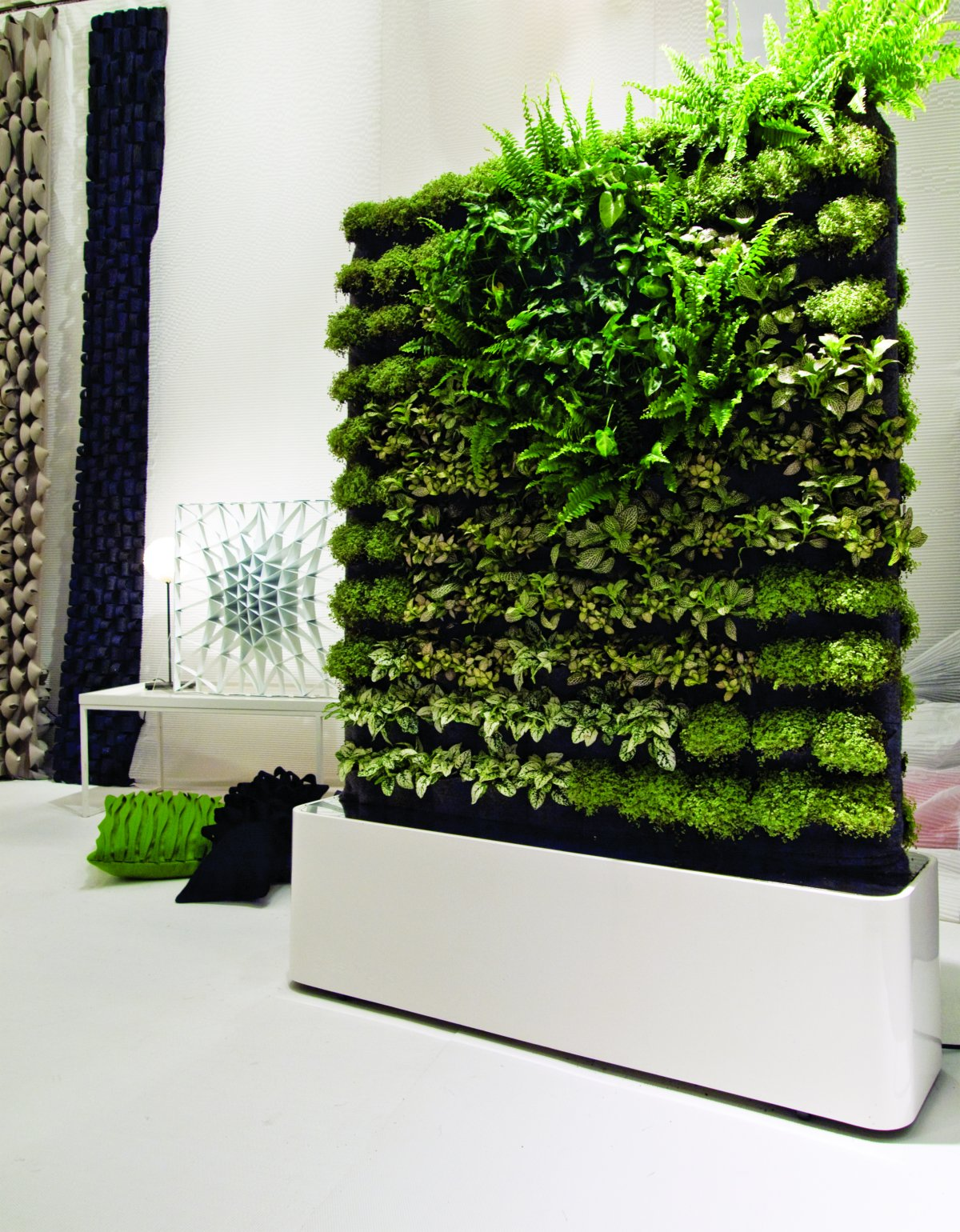 Green walls 13 best ways to bring the outside into your Green walls vertical planting systems