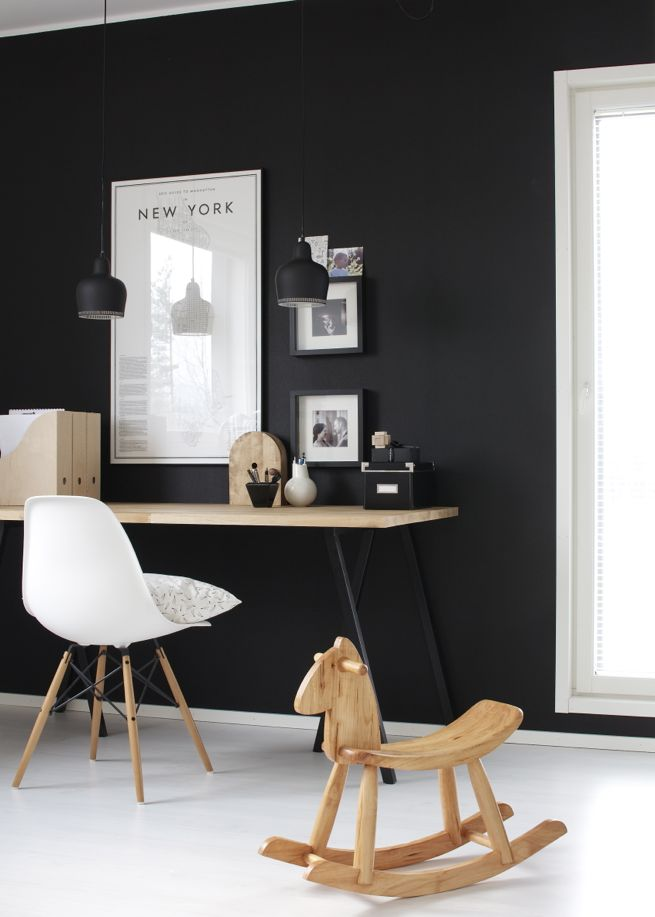 Black Walls Theme Workspace Design Inspiration