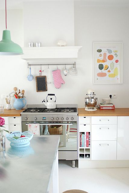Bright Kitchen With a Pop of Mint
