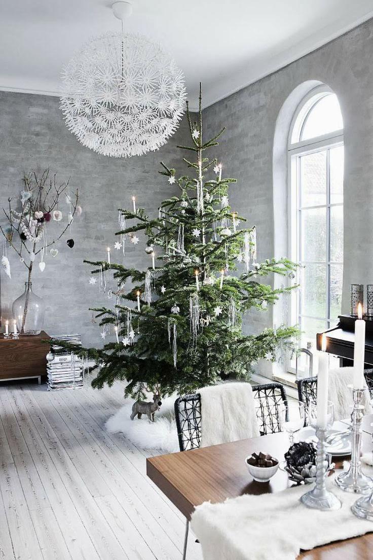 modern Christmas tree decor